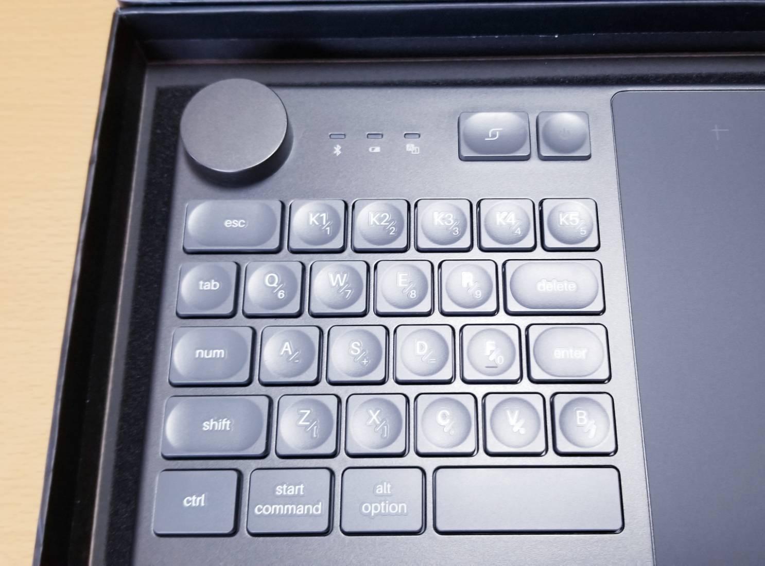 HUION KD200本体キーボード部分